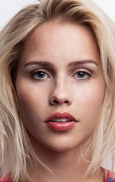 Клер Холт (Claire Holt)