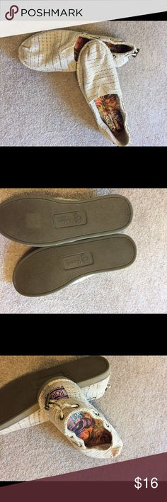 Bob's by Sketchers Like new! Only worn indoors. Memory foam. Very comfy! Size 7W Skechers Shoes Flats & Loafers