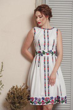 Дизайнерська сукня вишита Kurti Embroidery Design, Embroidery Fashion, Embroidery Dress, Simple Dresses, Pretty Dresses, Casual Dresses, Summer Dresses, Frock Fashion, Fashion Dresses