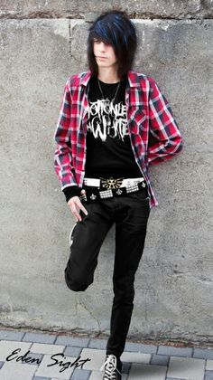 Emo boy look for the Anime Emo Punk. I love his t-shirt it looks epic and they're a great band Cute Emo Guys, Hot Emo Boys, Emo Girls, Visual Kei, Emo Mode, Emo Hairstyles For Guys, Emo People, Scene Guys, Emo Scene Hair