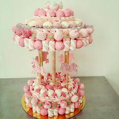 Giostra con cavallini Rosa Minnie Birthday, Birthday Cake, Bar A Bonbon, Sweet Carts, Edible Bouquets, Sweet Trees, Wedding Plates, Candy Cakes, Sweet Box