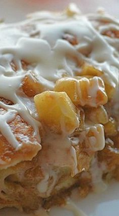 Mmmmmm nothing tastes better on a chilly Fall morning than an Apple Fritter Breakfast Casserole!