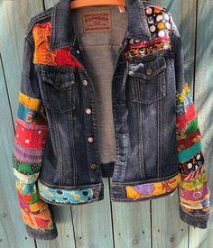 - Jean Jacket Hippie Boho Jean Jeans in denim colorato impreziosito – – I - Hippie Boho, Jean Hippie, Boho Gypsy, Hippie Jeans, Denim Jeans, Ripped Denim, Blue Jeans, Womens Fashion Online, Latest Fashion For Women
