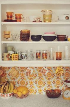 Retro home decor Ideas A quirky pool of decorating tips for that fantastically h. - Retro home decor Ideas A quirky pool of decorating tips for that fantastically hip decor. Retro Kitchen Decor, Vintage Kitchen, Retro Vintage, 1970s Kitchen, Quirky Kitchen, Kitchen Chairs, Mustard Kitchen, Orange Kitchen, Pastel Decor