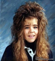 Como sé que os encantan las listas, hoy he recordado que lleva hace tiempo por Internet una recopilación de fotos con los peores peinados y cortes d...