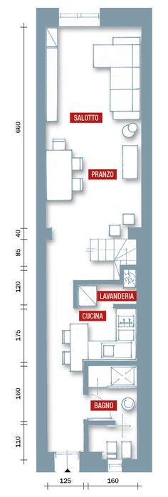 """Di taglia """"slim"""", la casa di circa 70 mq distribuiti su due piani è stata resa molto più confortevole con un progetto centrato sulla modifica della scala."""