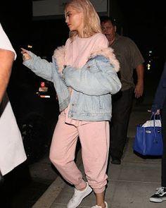 Celebrity Style | 海外セレブリティ最新スタイル情報 : 【カイリー・ジェンナー】ピンクスウェットを甘すぎずに着こなしたスポーティスタイル