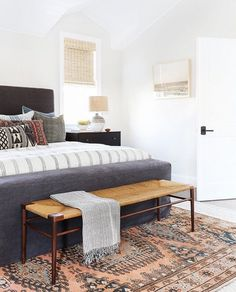 Just being her usual genius self @amberinteriors - at it again! #interiordecor #interiordesign #decor #styling #interiorstyling #kilim #rug… Modern Boho Master Bedroom, Modern Bohemian Bedrooms, Master Bedroom Minimalist, Masculine Master Bedroom, Modern Bohemian Decor, Bedroom Small, Bohemian Decorating, Fancy Bedroom, Luxury Bedrooms