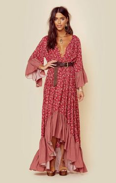 If you also prolonged to become gypsy spirit, ensure you know most of the regulations and style tips on how to dress the boho-chic style trend! Look Hippie Chic, Boho Chic, Look Boho, Bohemian Style, White Bohemian, Casual Chic, Boho Outfits, Fashion Outfits, Fashion Clothes