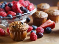 High Fiber Snacks your Family will Love. Be prepared to win the award once your kids have tried these delicious and nutritious high fiber snacks! Power Muffins, Dessert Simple, Healthy Dessert Recipes, Easy Desserts, Healthy Meals, Blueberry Bran Muffins, Pumpkin Protein Muffins, High Fiber Snacks, Everyday Food