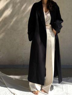 Quand nonchalance, tailoring et minimalisme fusionnent, on est proche de la perfection...
