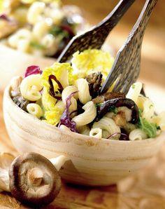 Salată de ciuperci  http://www.realitatea.net/retete-de-post-salata-de-ciuperci_920740.html