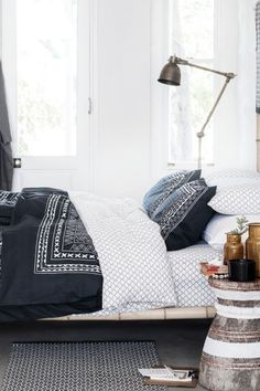 Update your bedroom with the latest bedclothes, cushions and blankets to create a restful room you'll love! Small Bedroom Furniture, Furniture Layout, Home Furniture, Bedroom Decor, Hm Home, Home And Deco, White Bedroom, White Duvet, Duvet Cover Sets