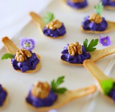 Aperitif with nuts - Clean Eating Snacks Tapas Recipes, Italian Recipes, Tapas Ideas, Crab Recipes, Party Recipes, Mexican Appetizers, Mexican Tapas, Spanish Tapas, Gluten Free Puff Pastry