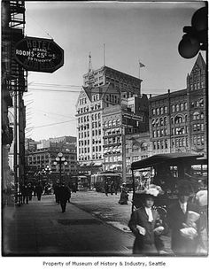 This photo, taken in 1912, shows the Pioneer Building (far right) well after it had lost its seat as Seattle's tallest building. Photo courtesy MOHAI, PEMCO Webster & Stevens Collection, image number 1983.10.9474. Photo: Courtesy MOHAI