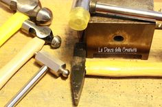 By http://ladanzadellacreativita.blogspot.it/ - How to texture metals.