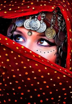 Beautiful big eyed girl with lovely eye make up and tribal markings. We Are The World, People Around The World, Tribal Fusion, Exotic Beauties, Arabian Nights, Belly Dancers, Shades Of Red, Beautiful Eyes, Lady In Red