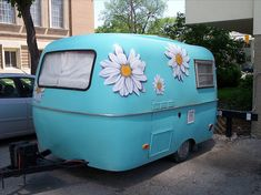 Flowered Camper...I would be a happy camper if I had one of these!