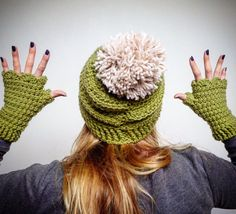 matchy matchy, I love a set! Fingerless gloves and pompom beanie in a beautiful green yarn. Fingerless gloves and beanie set by LittleDoLah on Etsy