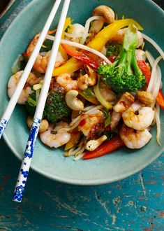 This easy prawn stir fry is generously packed with veggies and is ready in minutes. King Prawn Recipes, Fish Recipes, Seafood Recipes, Healthy Stir Fry, Healthy Food, Healthy Eating, Prawn Dishes, Fish Dishes, Prawn Stir Fry