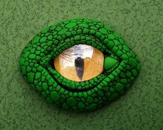 Awesome Dragon Eye ... so need to figure out how to make this! <3