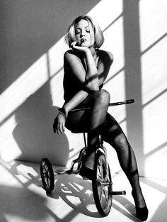 Drew Barrymore - Photographer Sante D'Orazio. Source: http://cameralabs.org/10364-sante-d-oratsio-odin-iz-samykh-avtoritetnykh-sovremennykh-masterov-fotografii