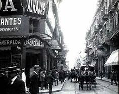 Año del Centenario. 1910. Esta era la esquina de la calle Corrientes (aún angosta) y la calle Esmeralda, donde amainaron guapos junto a esas ochavas, según contaba Celedonio Flores.