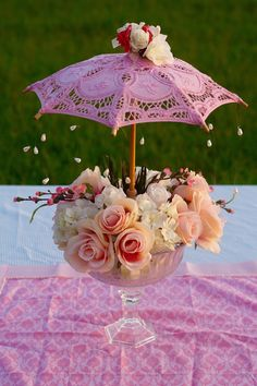 This Garden Party Baby Shower Centerpiece is so so cute. This centerpiece idea is truly versatile and can be used for any type of baby shower. party baby Oh So Cute DIY Parasol Garden Party Baby Shower Centerpiece Deco Baby Shower, Tea Party Baby Shower, Girl Shower, Baby Shower Themes, Shower Ideas, Bridal Shower Centerpieces, Flower Centerpieces, Flower Arrangements, Umbrella Centerpiece