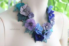 Купить Колье с цветами из бисера, цветочное колье, синий сиреневый (0389) - колье из бисера