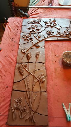 Hand Built Pottery, Slab Pottery, Ceramic Pottery, Pottery Art, Pottery Painting, Ceramic Wall Art, Tile Art, Clay Art Projects, Clay Crafts