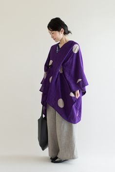 Lightweight linen-cotton blend kisaragi ponchos in vibrant Tabata Shibori tie-dye patterns are great for transitional weather. Dyed in the traditional Japanese Shibori tie-dye technique with 1000 years of history. #poncho, #spring2017, #shibori, #madeinjapan, #sousou, #sousousf, #kyoto, #kimono, #kyoto, #japan, #womenswear, #textile, #fabric