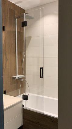 Small Bathroom Interior, Modern Luxury Bathroom, Small House Interior Design, Modern Kitchen Interiors, Home Room Design, Modern Bathroom Design, Minimalist Small Bathrooms, Minimalist Showers, Small Toilet Room