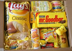 Bunches and Bits: Box of Sunshine contains Lays Classic Potato Chips Velveeta Mac and Cheese Cups Kraft Cheese in a Can Wheat Thins Crackers Slim Jims Pringles Potato Chips Mr. Goodbar Chocolate Bumble Bee Tuna Snack M n M Candies Dried Pineapple Bits Missionary Care Packages, Deployment Care Packages, College Care Packages, Craft Gifts, Diy Gifts, Mac And Cheese Cups, Cadeau Couple, Box Of Sunshine, Mellow Yellow