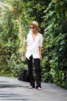 Victoria Tornegren in a black and white outfit, white shirt, black pants and a leather handbag Shirt: Rut&Circle, Pants: Gina Tricot, Bag: Asos Victoria Tornegren, Fashion Gone Rouge, Vogue, Street Style, Gina Tricot, Latest Fashion Trends, Fashion Bloggers, Fashion Tips, Flare Jeans