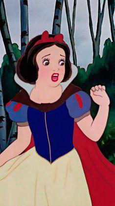 Snow White is scared stiff as Bill is here Disney Pixar, Anime Disney, Retro Disney, Old Disney, Cute Disney, Disney Dream, Vintage Disney, Disney Animation, Disney Magic