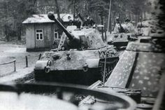 Panther`s somewhere on there way in deep Russia ... ca. 1943 .
