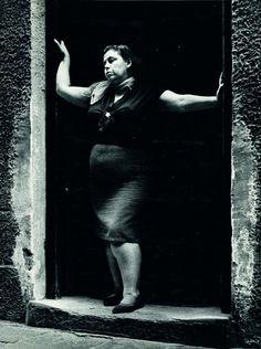 Il y a 10 ans à la fondatio Joan Colom - Les gens du rava Henri Cartier Bresson, Al Capone, Famous Photographers, Photo Black, Vintage Photos, Famous People, Monochrome, Old Things, Statue