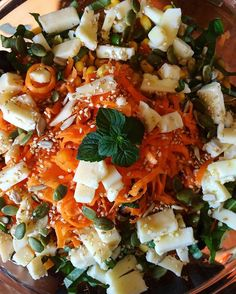 #ceci #carote #pomodori #olive #mais #formaggio #semini #basilico #menta