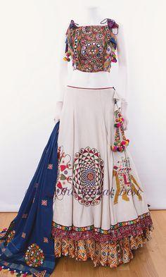 chaniya choli for garba Indian Fashion Dresses, Indian Gowns Dresses, Dress Indian Style, Indian Designer Outfits, Indian Outfits, Fashion Outfits, Indian Clothes, Choli Blouse Design, Choli Designs