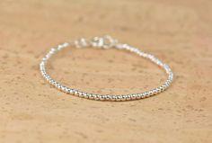 Bracelet de perles en argent sterling. Fermoir en argent par Zzaval