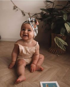 baby-madchen-herbst-outfits-beste-baby-madchen-kleider-baby-babykleidung-m/ - The world's most private search engine The Babys, Baby Girl Fall Outfits, Baby Girl Dresses, Girl Outfits, Little Babies, Cute Babies, Baby Clothes Brands, Baby Brands, Babies Clothes
