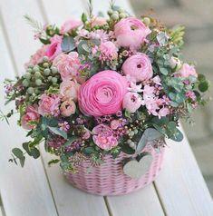 New Basket Flower Arrangements Rustic 67 Ideas Basket Flower Arrangements, Beautiful Flower Arrangements, Silk Flowers, Spring Flowers, Paper Flowers, Floral Arrangements, Beautiful Flowers, Deco Floral, Arte Floral