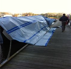 Meer info. : http://watersport4all.nl/producten/boat-cover-bootkleden