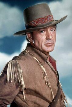 Gary Cooper (Helena, Montana, 7 de mayo de 1901-Los Ángeles, California, 13 de mayo de 1961) Como el valeroso Capitán Quince Wyatt en Tambores lejanos, una película dirigida por Raoul Walsh en 1951.