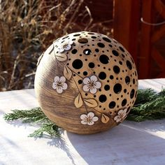 Decorative light balls by Mo Keramik Pottery Painting, Ceramic Painting, Ceramic Art, Ceramic Pottery, Pottery Art, Coconut Shell Crafts, Image Pinterest, Decorative Gourds, Cement Crafts