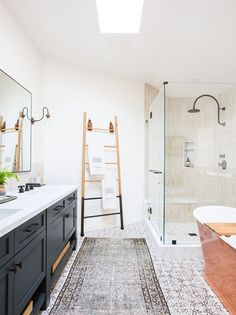 35 Stunning Modern Farmhouse Bathroom Decor Ideas Make You Relax In 2019 - Googodecor Modern Master Bathroom, Modern Farmhouse Bathroom, Guest Bathrooms, Rustic Farmhouse, Spanish Bathroom, Light Bathroom, Modern Bathrooms, Bathrooms Decor, Master Shower