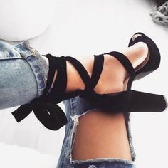 • Perfect heels • Les talons parfaits  | Disponibles sur www.jeans-industry.fr | Existe en camel, kaki, beige, gris et noir |