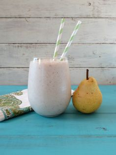 Cinnamon Pear Oatmeal Breakfast Smoothie. Make sure to use #glutenfree oats!