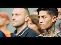 De Deense televisie heeft een soort 'Over de streep' commercial gemaakt. Niks geen hokjes, we delen meer met elkaar dan dat we denken. Stop de vooroordelen en kijk met een andere bril naar elkaar. Misschien is er meer dat ons samenbrengt dan we denken. Mooi filmpje #allthatweshare #delen #vooroordelen #hokjes #denmark #denemarken #liefde #love #inspiratie #inspiration #share #sharing #overdestreep #crosstheline #film #mooi #blog #jufsas