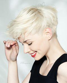 Blonde undercut